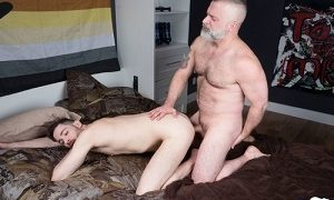 Tom Carlton and Vincent Viau FUCK Bareback